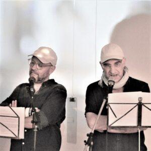 C. M. Gosepath & R. N. Schmidt lesend vor Mikrophonen